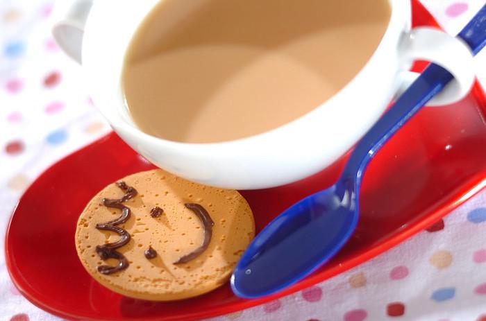 """お砂糖のかわりに""""ココナッツシロップ""""で甘みをプラス。ココナッツ好きな方にオススメのホットドリンクです。"""