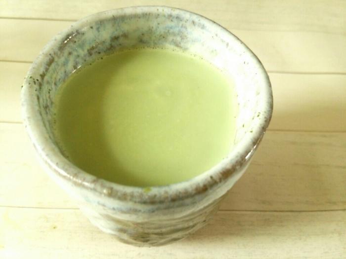 いわゆる抹茶ラテです。抹茶とミルクのハーモニーで、和・洋菓子のどちらにも合うホットドリンクになりました。
