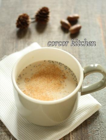 紅茶のかわりにルイボスティで作ったミルクティです。チアシードを入れているのでちょっとお腹がすいたときやお夜食にもぴったり&ヘルシー!