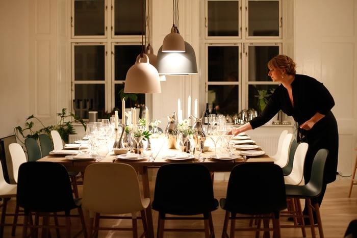 人を招いて家で食事をしたり、ホームパーティを開いたりするのがドイツ人たちは大好き。初めての家に来るお客さんには、キッチンや寝室、バスルームまで、部屋のすべてを一通り見せて案内することがよくあります。ドイツでは絵画やフォトアートがよく売れるそうですが、なぜなら人を招くために部屋に飾る人が多いからと言われているほど。いつでも誰かを招待できるようにというおもてなしの意識が、掃除を習慣づけているのかもしれません。