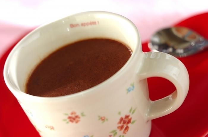 疲れた時にホッと癒される甘さが嬉しいホットチョコレート。ビターやミルクなど、チョコレートをかえるだけでも味わいに変化をつけることができるので好みのチョコレートを探してみるのも楽しいですね。
