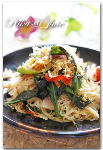 沖縄でも食べられている野菜なら、ちゃんぷる~に合わないはずがない! 炒めて食べるのもおすすめです。緑黄色野菜に分類される金時草はβカロチンが豊富に含まれています。