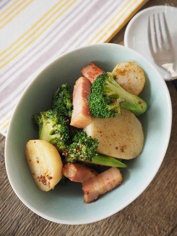 軽く焼いた長芋、固めに茹でたブロッコリーで作るホットサラダは、ベーコンとブロッコリーの彩りも良く、食欲をそそられるばかりか、ベーコンと粒マスタードのアクセントが効いており見た目だけでなく、味も◎。