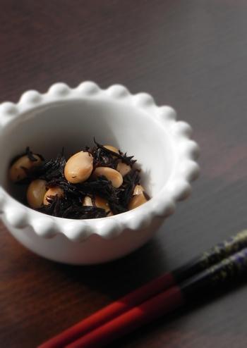 和食の副菜の定番・ひじきの煮物。大豆をプラスして、食物繊維やミネラルなど栄養も摂れる一品に。