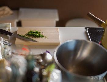 料理を作るのは毎日の事だから、キッチンは使いやすく快適な空間にしたいですね。今回は、お料理初心者さんでも簡単に取り入れられる、キッチンの整理整頓方法や、機能的で便利な調理道具などをご紹介致します。