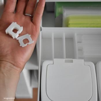 キッチンには輪ゴムのような小さなものから、お鍋のような大きな調理器具まで、さまざまなサイズのものがありますね。それぞれ大体の収納場所は決まっているけれど、引き出しを開けてみるとごちゃごちゃになっている……なんてことはありませんか?そんなお悩みを解決する、収納ルールと便利な収納アイテムを見ていきましょう。