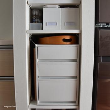 収納場所を仕切る・区切るのは、収納の基本中の基本です。収納ボックスや引き出しを組み合わせて、モノをしまいたい場所を区分けしましょう。