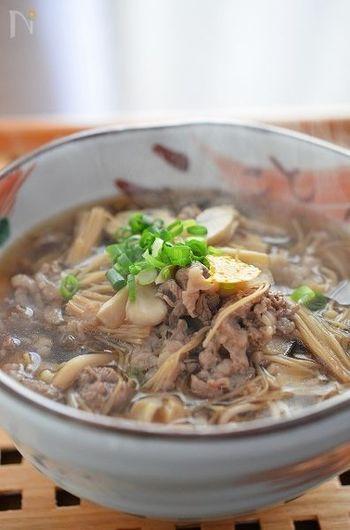 干ししいたけや干しえのきなど、乾物を使っても美味しい出汁を楽しめます。牛肉をあわせれば、スタミナアップ。寒い冬を元気に乗り越えられそう◎