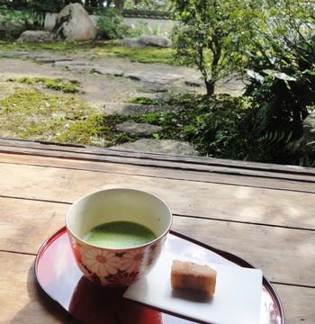 和菓子があるとお茶が飲みたくなるものですよね。抹茶を楽しめる茶道は、「わび・さび」という日本独特の精神文化や、おもてなしの心も学ぶことができます。  美しい立ち居振る舞いを身に着けたい方にもおススメです。