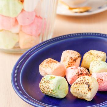 マシュマロを炙るとトロリとして甘味が増しますが、ギモーヴも炙っても◎温かいギモーヴはそのまま食べるのとは一味違うおいしさです。