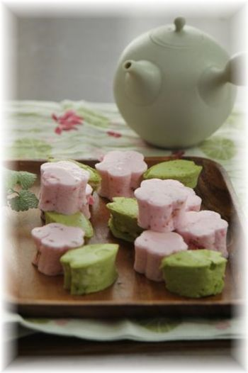 春を感じさせるギモーヴ。桜色はイチゴジャムが使われています。バレンタインやホワイトデーなどにもいいですね!