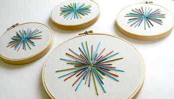 必須ではないですが、「刺繍枠」もあると便利です。枠をはめると布がピンと張るので、より針が刺しやすくなります。ワンポイント刺繍をする場合は小さな刺繍枠を、広範囲に刺繍をする場合は大きめの刺繍枠を選びましょう。