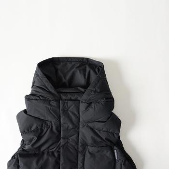 首元まで覆ってくれるので首回りも温かです。ふっくら立体的なフードが可愛らしくて、カジュアルながら女性らしく着こなせます。
