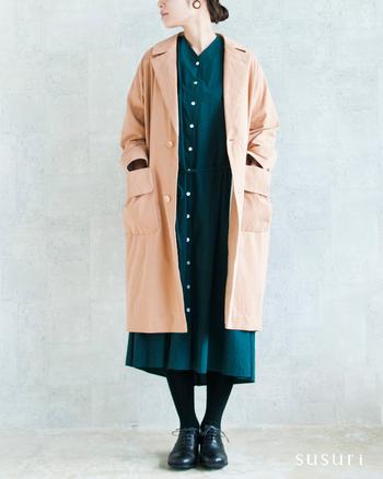 たっぷりとしたコクーンシルエットのボートコートです。すっきり見えるのに、どこかゆるさを感じる雰囲気のあるコート。