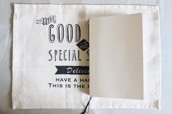 少し大きめの本にも合いそうなのが嬉しいですね。作り方は紙で作るやり方とほぼ同じ。