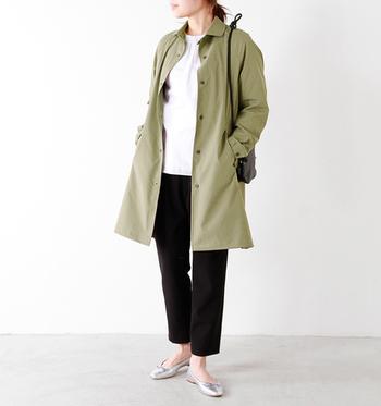 スッキリとした細身シルエットのGymphlex(ジムフレックス)のコート。ちょっぴり光沢感があって、ストレッチの効いた生地は、楽々動けてラクチン♪さらりと肌触りもよく快適に着られます。
