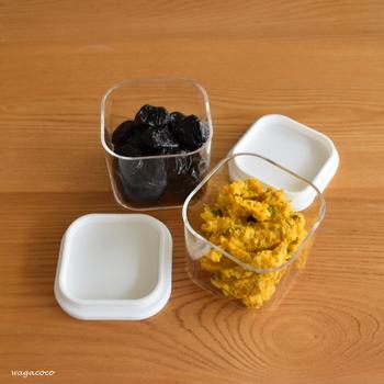 家族の誰が見ても、中身が何かひと目で分かるように、常備菜やおやつなども透明の容器で保存しましょう。スタイリッシュな容器なら、そのまま食卓に並べても違和感なく、洗いものも少なくできます。