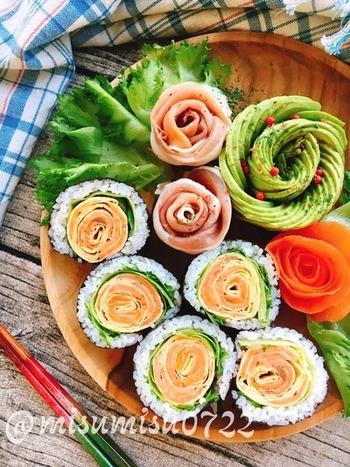 『サーモンと卵でお花の巻き寿司』  スモークサーモンと薄焼き卵を使ったお花の巻き寿司。食卓に春を呼び込んでくれそうです。