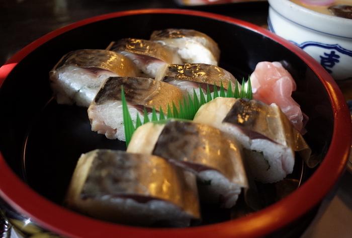 長崎産の鯖を使った「ばってら」は、脂ののった鯖と大葉の風味がベストマッチ!甘めでさっぱりとした味わいで、しっかりとした食べ応えです。