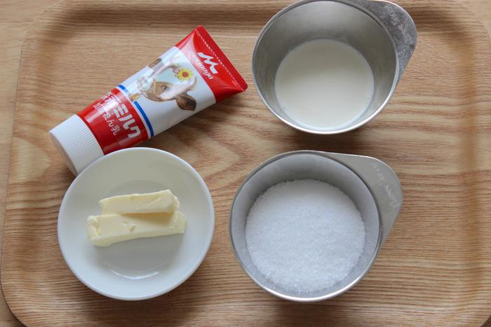昔からあるレシピでは牛乳を使うようですが、こちらは練乳と生クリームで。シンプルなお菓子なので、バターは上質なものを選ぶと、より美味しく仕上がるのだとか。
