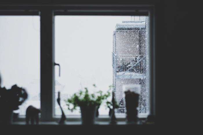寒さは血行を悪くして肌の機能を低下させる原因に。肌の生まれ変わりが遅くなって、古い角質がはがれにくくなります。「くすみ」が起こるだけでなく、「小じわ」や「ハリのなさ」という肌トラブルの元にも。