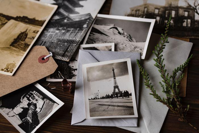人から送られたものも、自分で買い求めたものも、一枚ごとに思い出のあるポストカード。 オシャレに飾ったら、思い出の溢れる素敵なディスプレイになりますよ。ぜひ試してみてくださいね。