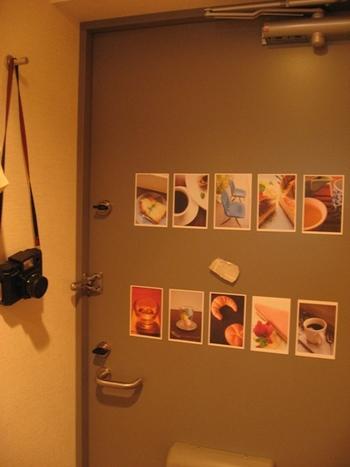 玄関にお気に入りのポストカードを貼れば、良い気分でお出かけできそう♪