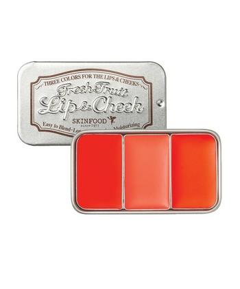 クリームチークは、自然な発色で艶のある「頬」を完成させてくれます。リキッドファンデーションの場合はファンデーションを塗ったあとに、パウダーファンデーションの場合は化粧下地のあとに使いましょう。