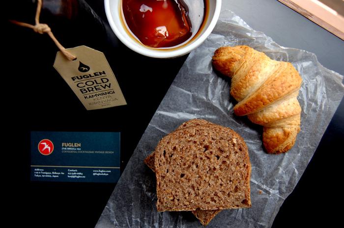 ハード系のパンは、グラム単位で量り売りしてもらえるので、いろいろな種類を試してみたい方におすすめ。写真手前のコンプレは、全粒粉100%でほのかに酵母の酸味が感じられます。クロワッサンも全粒粉100%。一般的なクロワッサンに比べてずっしりした質感が特徴で、食べごたえも◎