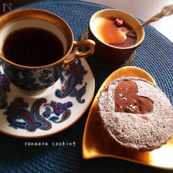 マロンクリームを使って作る、マロン風味のパンナコッタ。ラム酒が効いているので、コーヒーによく合う大人味です。黒蜜やゴマをかけるとちょっぴり和風味になりますよ。