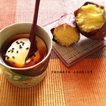 裏ごししたさつまいもを加えたパンナコッタは、黒蜜とさつまいもの甘みが広がり、なめらかで濃厚な口当たりです。