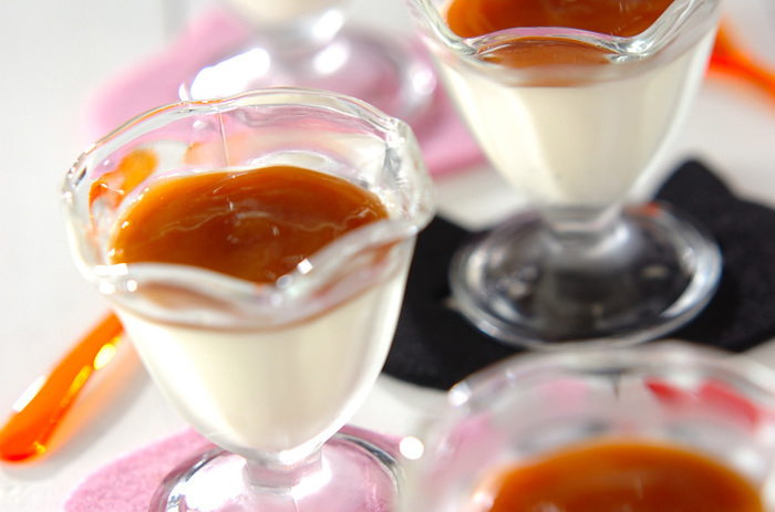 キャラメルソースをかければ、こっくり濃厚さが増した味わいになりますよ。