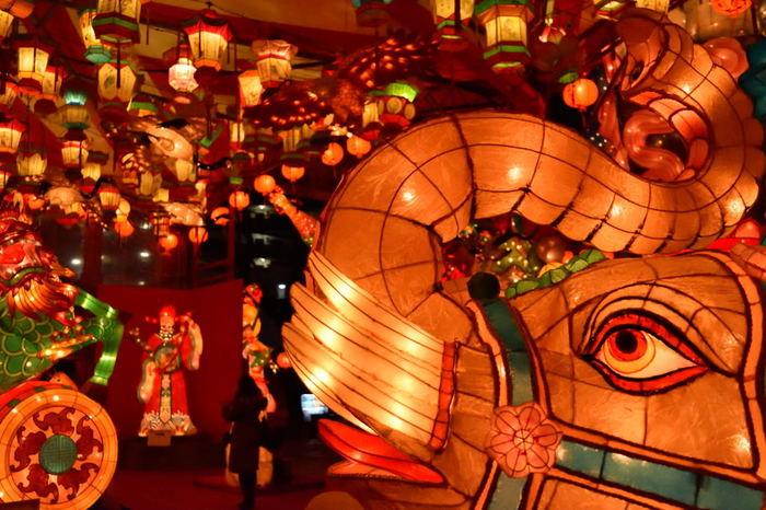 大型のオブジェは本場中国で購入したもので、中国の歴史上の人物やゾウなどの動物まで種類も豊富!