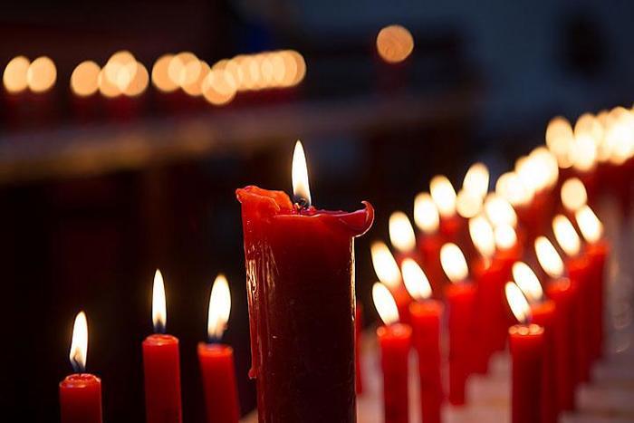 赤いロウソクに火が灯った御堂。これは土神堂・観音堂・天后堂などの御堂を巡る「ロウソク祈願御堂巡り」という長崎ランタンフェスティバルの人気イベントです。各御堂を巡って赤いロウソクに火を灯してお供えし、願い事をすると叶うといわれています。