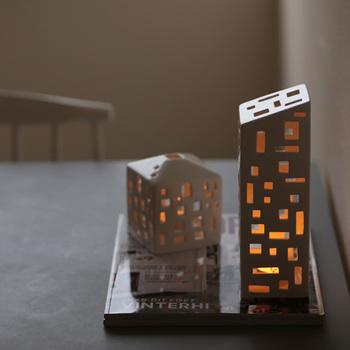 もちろん、ただのオブジェではありません。こちらはキャンドルホルダーとして使うことができるので、暗闇の中でゆらゆらと家の中に灯るような光を楽しむことができちゃうんです。