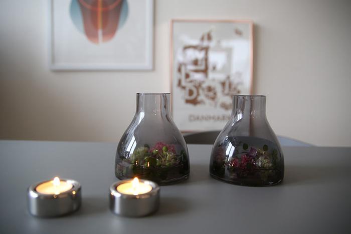 もちろんボトル部分にはキャンドルのストック以外にも植物を飾ったり、お花を活けて花瓶として使う方法も。何もいれずに置いてもオブジェのような形をしているので、おしゃれに見えます。