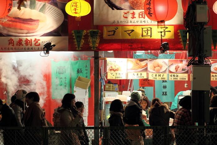 ランタンフェスティバルは、中央公園会場の屋台や中華街で食べ歩きできるのも大きな魅力。いろんなお店があるので、食べ比べしてみるのも楽しいですよ♪ランタンフェスティバルで食べ歩きするのにおすすめのグルメを集めました!