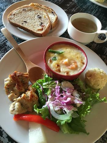 「季節のパンプレート」も人気です。グラハムブレッド+サラダ+スープに、季節によってグラタン、キッシュ、インド風レンズ豆のカレー煮などが付きます。
