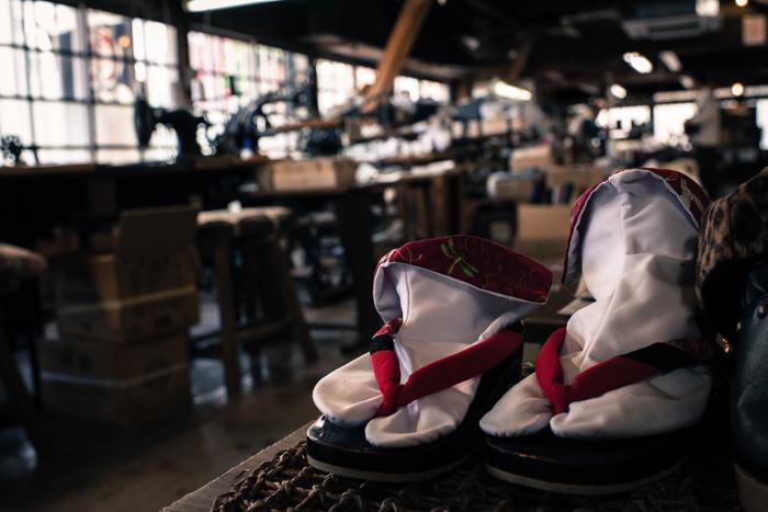 予約が必要ですが「My足袋作り体験」といのが毎月第二日曜日に開催しています。面白そうですね。 元足袋工場だったものを博物館にした「足袋とくらしの博物館」は、展示物や元足袋職人さんによる実演を見学できます。土・日の午前10時〜午後3時のみの営業です。