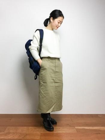 一見、丈のバランスが難しいかな?と思うミディ丈のタイスカートも、ショートブーツならこの通り、スッキリまとまります。