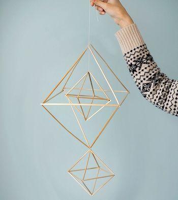 こちらの複雑に見えるヒンメリも、よく見たら大小の正八面体を組み合わせてできているもの!
