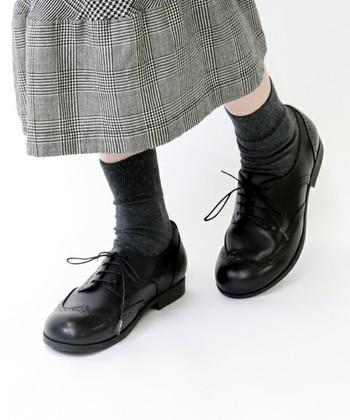 ビルケンシュトックと言うとサンダルをイメージする人も多いのではないでしょうか?でも実はレザーシューズも歩きやすく、素敵なデザインがあります。特に「ララミー」シリーズはどんな服にも合わせやすく、上品な雰囲気を持った使える一足として人気のアイテム!