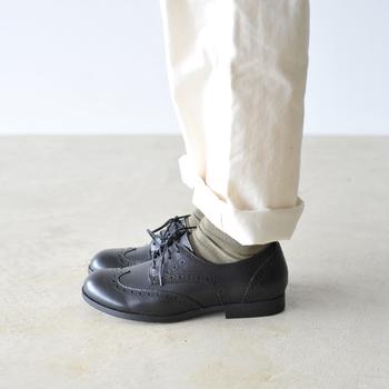 かちっとしていながら履き口のデザインなど、足への配慮はビルケンシュトックならではの安心感が。