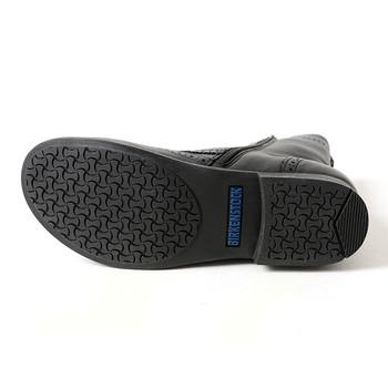 足の裏は滑りにくいように細かな溝が入れられています。寒くて足元の悪い日でも活躍してくれる頼もしさがありますね。