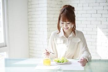 そのため、姿勢よくきれいに食べている人は、食事マナーを家庭でしっかり身に着けてきたと好印象を抱かれますし、反対に行儀の悪い食べ方をしている人には「相手の気持ちを考えない人だ」というレッテルを貼られてしまう恐れがあるのです。