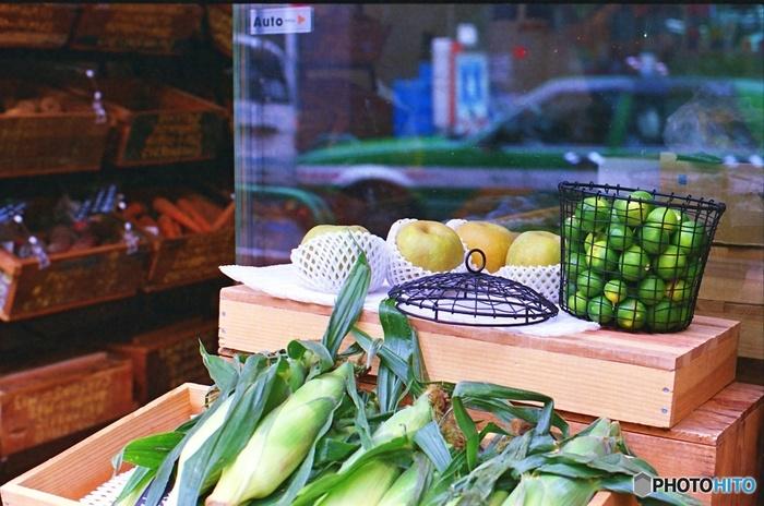 全国、色々な所にある「道の駅」。お出掛けの途中などに立ち寄った事がある方も多いのではないでしょうか。産地直売コーナーなどのお野菜は、地元の農家さんが、自由に値段を決めているので、スーパーと比べても、お買い得。獲れたてのお野菜が比較的リーズナブルに購入出来るとなると、利用してみる価値アリですね!