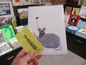 絵本や児童書好きにはたまらない可愛いお土産もここで手に入りますよ。