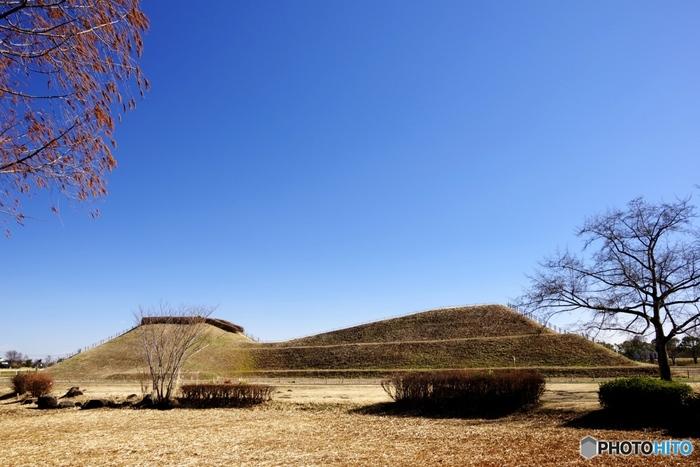 """行田市民駅伝シーンで登場した「さきたま古墳公園」では、古墳時代の前方後円墳など9基の古墳を見ることができます。そんな歴史ある街""""行田""""をご案内していきましょう♪"""
