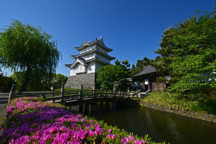 こちらは、ドラマ「陸王」のランニングシーンで度々登場していた忍城址(おしじょうし)公園です。 お城のような建物は、昭和63年(1988)に再建された御三階櫓で行田市郷土博物館から入場して見学できます。