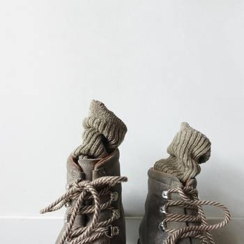 """足元など、細かなところまで気を抜かないのがおしゃれさんへの近道!皆さんの普段のお気に入りコーデも、""""シューズorブーツ×靴下""""の組み合わせを変えるだけで少し違った雰囲気が楽しめるかもしれませんよ。ぜひこの機会におしゃれ靴下を取り入れたり、靴下アイテムから全体コーデを考えたりして、いつものコーデを格上げさせてみてくださいね!"""